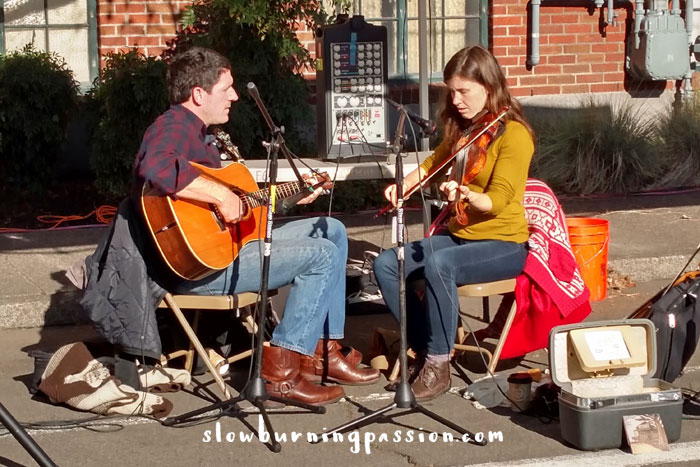 Fiddle-Music-at-the-Farmers-Market