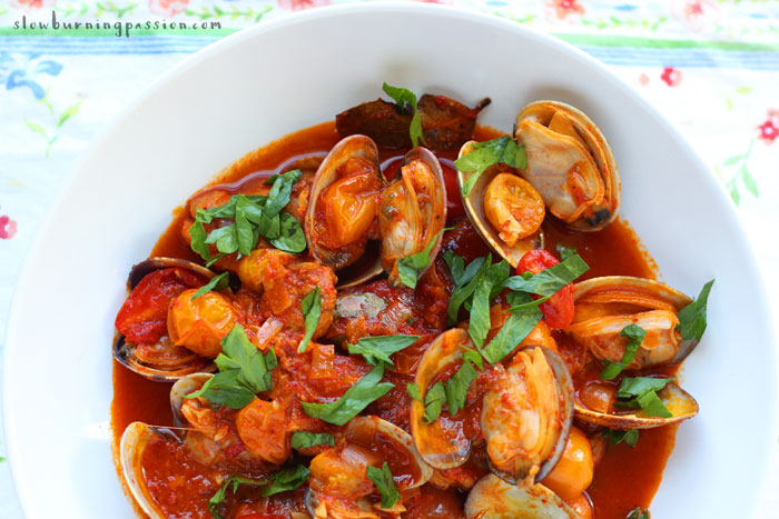 Carne de porco a Alentejana is a traditional Portuguese dish of marinated pork and steamed clams. An unlikely combination, at least to me. But it's really delicious.. It's garlicky, with the sweet taste of red pepper, thanks to the addition of Massa de Pimentão.
