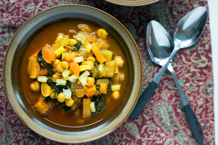 Smokey paprika, chickpeas, cinnamon, zesty preserved lemon, apricot, fennel. This spicy Moroccan Chickpea stew is stupid good stuff.